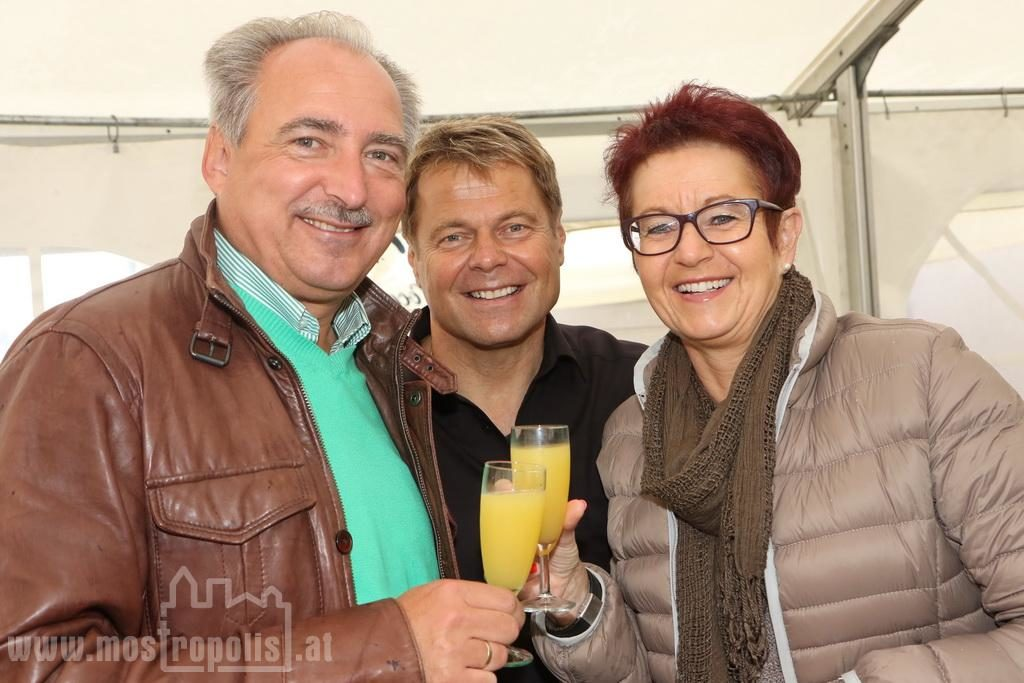 _.._upload_graphics_reports_2015_09_7793_001_Riesenhuber_Baeckerei_JazzBrunch