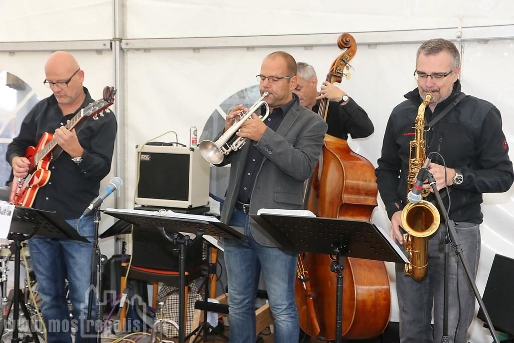 _.._upload_graphics_reports_2015_09_7793_019_Riesenhuber_Baeckerei_JazzBrunch