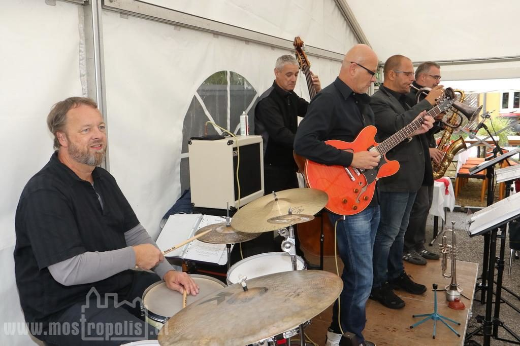 _.._upload_graphics_reports_2015_09_7793_037_Riesenhuber_Baeckerei_JazzBrunch