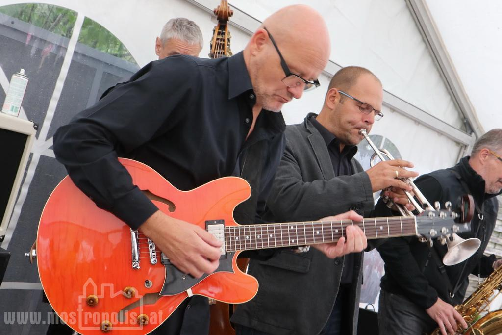 _.._upload_graphics_reports_2015_09_7793_049_Riesenhuber_Baeckerei_JazzBrunch